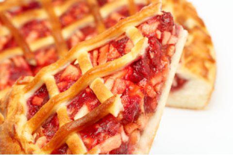 Пирог с яблоком и клубникой